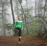 女孩跑步 免版税图库摄影
