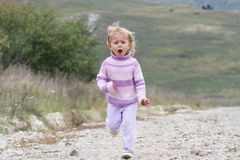 女孩跑 图库摄影