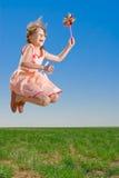 女孩跳嬉戏 免版税图库摄影
