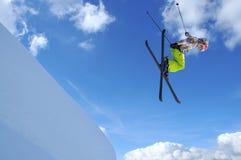 女孩跳接器滑雪 库存图片