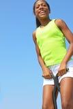 女孩跳的弹簧单高跷 免版税库存照片