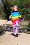 女孩跳绳 免版税库存照片
