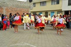 女孩跳舞在La Fiesta de la妈妈内格拉 库存图片