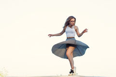 女孩跳舞 免版税库存图片