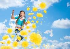 女孩跳跃 图库摄影