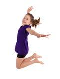 女孩跳跃 免版税库存图片