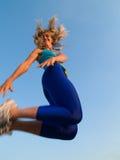 女孩跳运动 免版税图库摄影