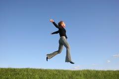 女孩跳运行 免版税库存图片