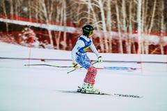女孩运动员结束以后下坡从在俄国杯期间的山在高山滑雪 图库摄影