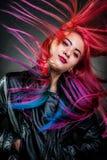 女孩运动壮观颜色的头发 库存图片