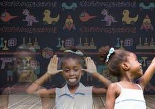女孩退色有黑板背景和玩具图表的转折作用 免版税图库摄影