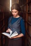 女孩选择与笔记本的书在她的手上 库存图片