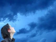女孩透视图天空 免版税库存照片