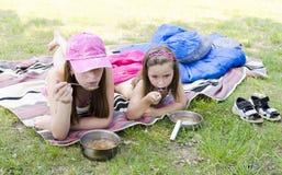 女孩野餐 图库摄影