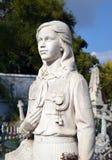 女孩雕象先驱制服的在布加勒斯特铈的坟墓 库存图片