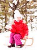 女孩雪球 图库摄影