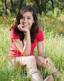 女孩青少年的野花 免版税库存照片