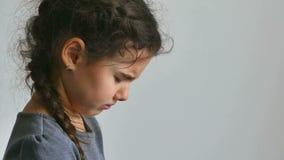 女孩青少年的哭泣的泪花流程消沉 影视素材