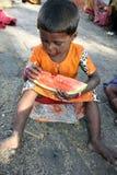 女孩饥饿的贫寒 库存照片
