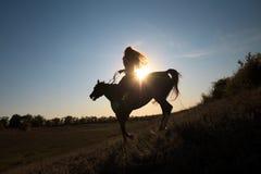 女孩马骑术 免版税库存照片