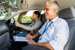 女孩驾驶执照考试 库存图片