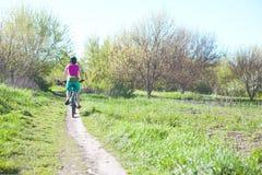 女孩骑自行车 免版税库存照片
