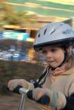 女孩骑马滑行车 免版税库存图片