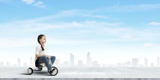 女孩骑马自行车 免版税图库摄影