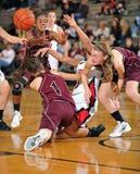 女孩高中篮球 免版税图库摄影