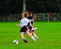 女孩高中足球比赛 免版税库存图片