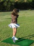 女孩高尔夫球运动员 免版税图库摄影
