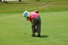 女孩高尔夫球 图库摄影