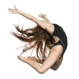 女孩高跳 免版税库存图片