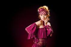 女孩头发的可爱的红色 免版税图库摄影