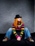 女孩头发的红色坐 免版税库存照片
