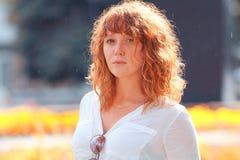 女孩头发的纵向红色 库存照片