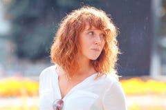 女孩头发的纵向红色 图库摄影