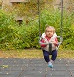 女孩 婴孩 逗人喜爱 摇摆 公园 微笑 免版税库存照片
