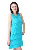 女孩18岁,在浅兰的无袖的礼服 免版税库存照片