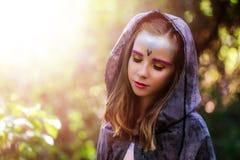 女孩幻想画象在森林 免版税库存图片