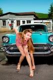 女孩画报,减速火箭的汽车 免版税图库摄影