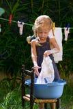女孩洗涤 免版税库存图片
