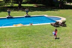 女孩去的游泳 免版税图库摄影