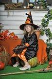 女孩画象巫婆服装的 免版税库存照片