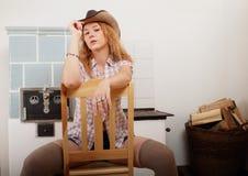 女孩画象有帽子的在头 免版税库存照片