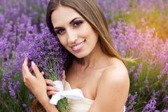 女孩画象有时尚构成的在紫色 免版税库存照片