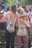女孩画象有背包的在Colore牟罗兹2017年 免版税库存照片