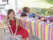 女孩画象由睡觉的男孩的生日聚会的 库存图片