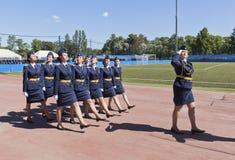 女孩305陆军中尉的游行形成发布军事太空学校imeni A f Mozhaisky 库存照片