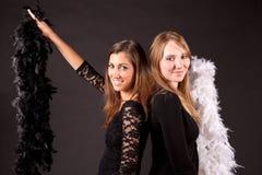 女孩carnaval投石者和羽毛 库存照片